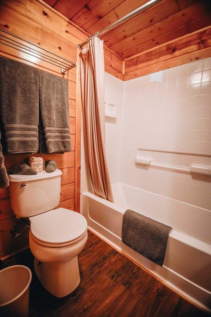 Cabin bathroom with shower/tub.